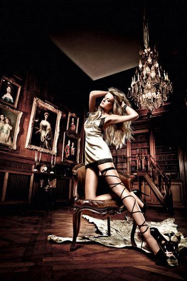 Baci мини-платье, золотисто-черное С нежной кружевной отделкой baci тедди черное из тонкой сеточки